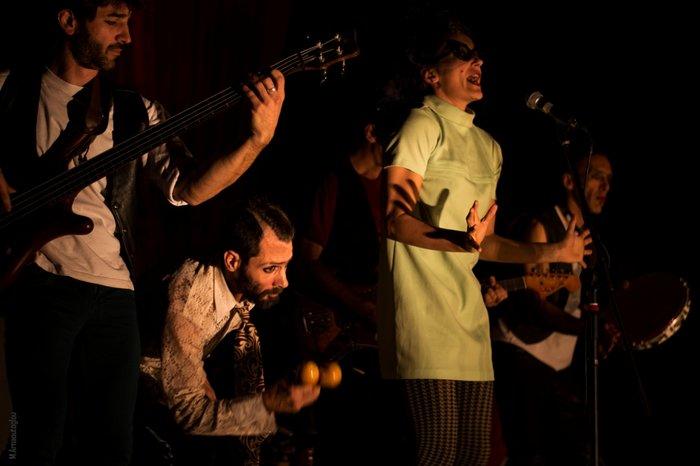 La μπάντα de la nada με ακροβατικά στο θέατρο Ροές - εικόνα 2