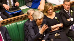 Πιέσεις στη Μέι να διακόψει τις συνομιλίες με τους Εργατικούς για το Brexit