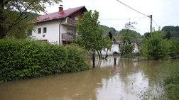 Καταρρακτώδεις βροχές και πλημμύρες πλήττουν τη Βοσνία
