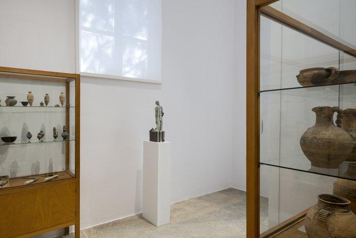 Ian LawUntitled, 2018Ψημένος ψαμμάργιλος με εφυάλωση από τέφρα ξύλου (Nuka)57x23x11.5 εκ.Ευγενική παραχώρηση του καλλιτέχνη και της γκαλερί Rodeo, Λονδίνο/Πειραιά