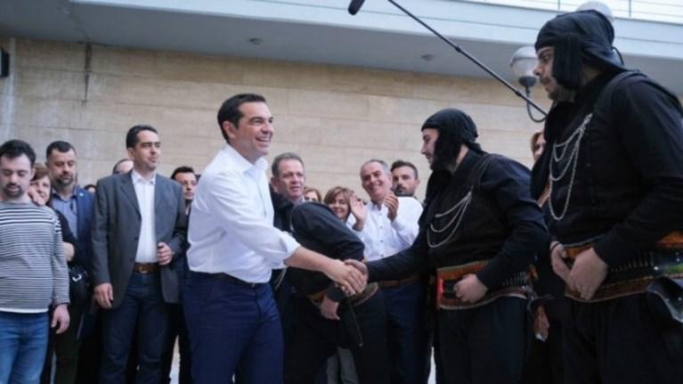 tsipras-i-ellada-twn-pollwn-bgainei-mprosta