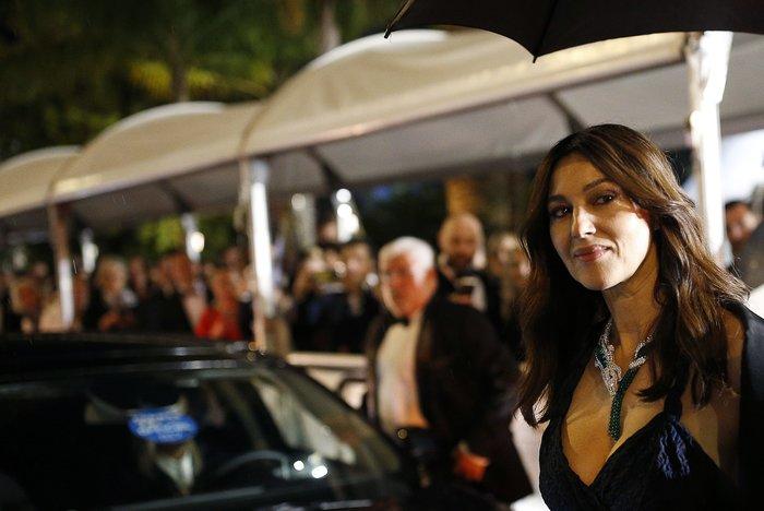 Η Μπελούτσι στις Κάννες: Εκθαμβωτική & πολύτιμη ομορφιά με Dior & Cartier - εικόνα 6