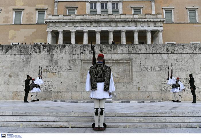 Συγκίνηση στο Σύνταγμα: Με Πόντιους Εύζωνες η αλλαγή της Προεδρικής Φρουράς - εικόνα 3