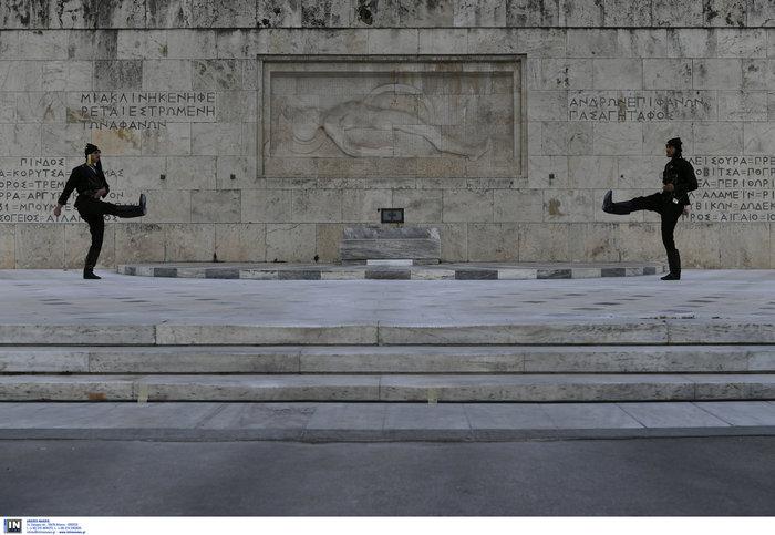 Συγκίνηση στο Σύνταγμα: Με Πόντιους Εύζωνες η αλλαγή της Προεδρικής Φρουράς - εικόνα 5