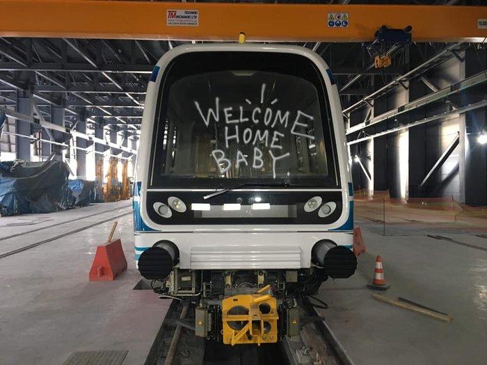 Απίστευτο: Συνθήματα & γκράφιτι στα βαγόνια του μετρό Θεσσαλονίκης- Εικόνες