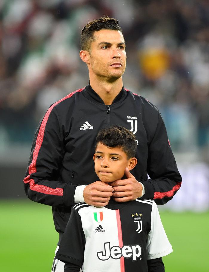 Ο Ρονάλντο χτύπησε κατά λάθος τον γιο του με το τρόπαιο - εικόνα 2