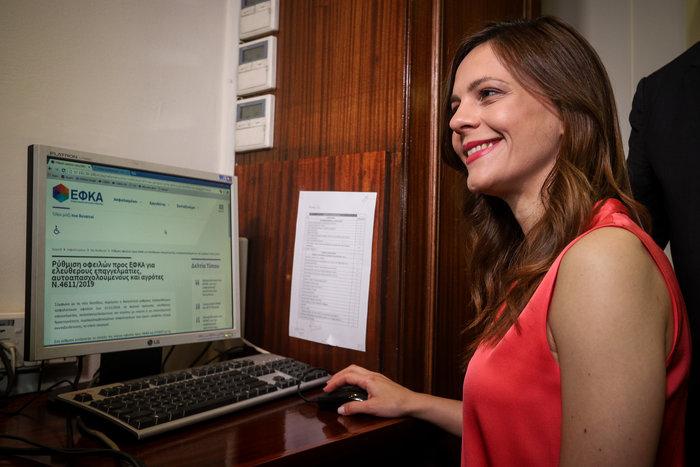 Η Έφη Αχτσιόγλου εγκαινίασε την πλατφόρμα 120 δόσεων για τα ταμεία - εικόνα 4