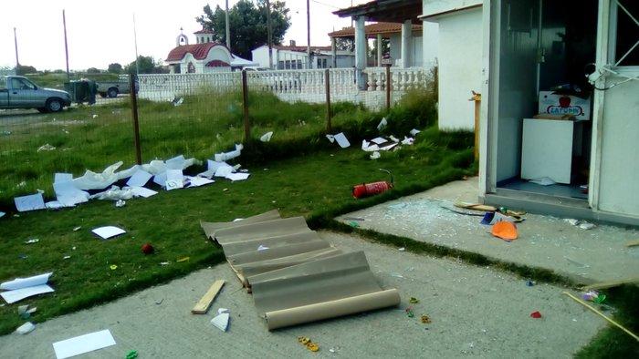 Άγνωστοι κατέστρεψαν νηπιαγωγείο σε οικισμό ρομά στη Θεσσαλονίκη - εικόνα 2