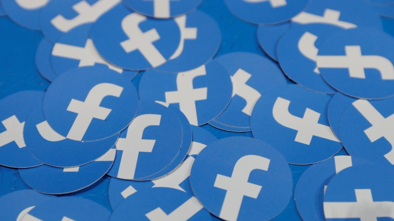 facebook-apenergopoiise-219-dis-fake-logariasmous