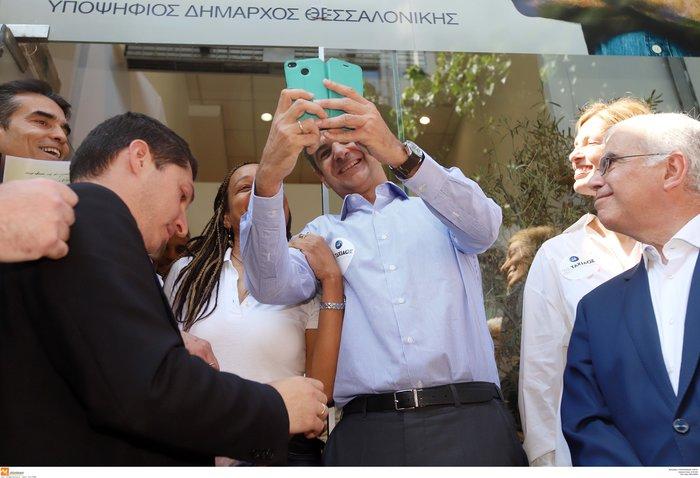 Με αυτοκόλλητο «Ταχιάος» ο Μητσοτάκης στη Θεσσαλονίκη [φωτό] - εικόνα 2