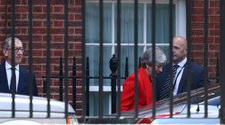 ta-senaria-gia-to-brexit-meta-tin-paraitisi-mei