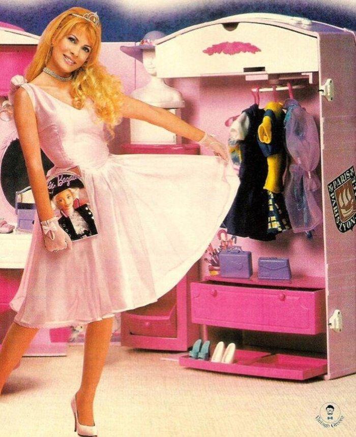 """Η Ελένη Μενεγάκη ως μια """"άλλη"""" Barbie μέσα στο κουκλόσπιτό της [φωτο]"""