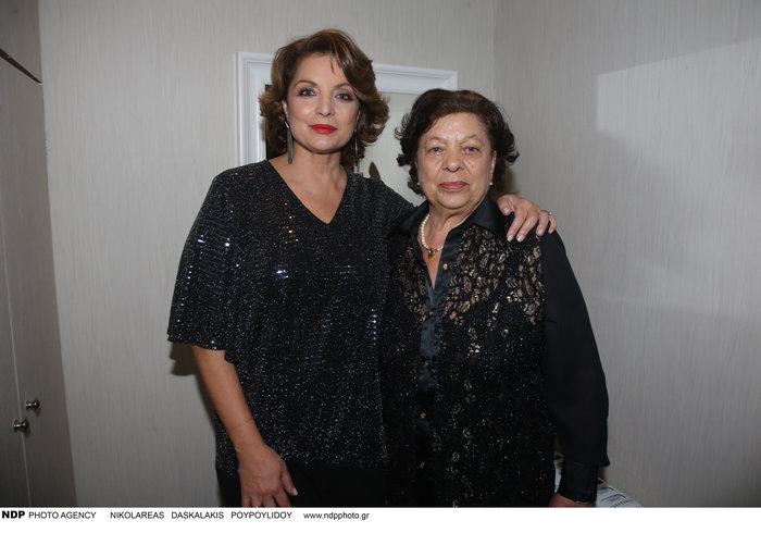 Άντζελα Γκερέκου: Φωτογραφίζεται με τη μητέρα και τον ολόιδιο αδελφό της - εικόνα 2