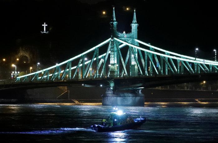 Ουγγαρία:Βυθίστηκε πλοιάριο με τουρίστες στο Δούναβη-7 νεκροί & αγνοούμενοι - εικόνα 2