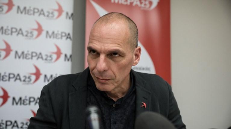 baroufakis-stiste-dikastirio-k-mitsotaki-an-sas-kotaei