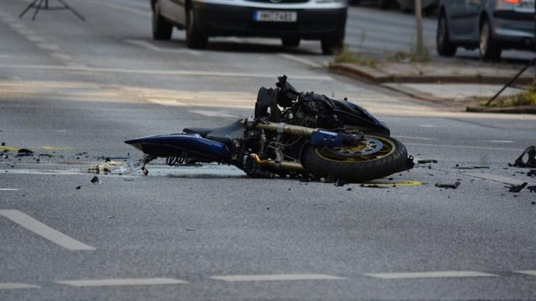 nekros-odigos-motosikletas-se-troxaio-sti-thessaloniki