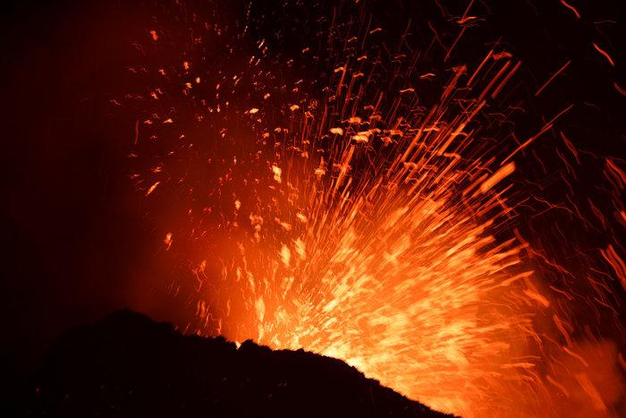 «Ξύπνησε» το ηφαίστειο της Αίτνας και εκτοξεύει λάβα - εικόνα 3