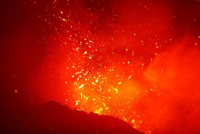 «Ξύπνησε» το ηφαίστειο της Αίτνας και εκτοξεύει λάβα - εικόνα 2