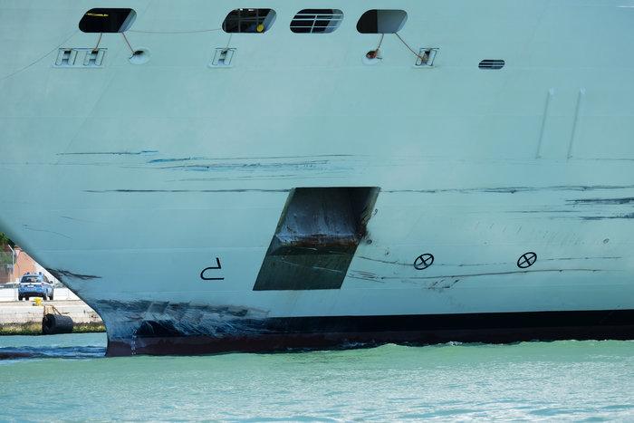 Bενετία: Κρουαζιερόπλοιο συγκρούστηκε με πλοιάριο - εικόνα 3