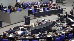 Ακτιβιστές διέκοψαν ομιλία του Σόιμπλε και ανάρτησαν πανό (βίντεο)