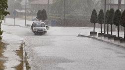 Ισχυρή βροχόπτωση στη Βάρκιζα - Πλημμυρισμένοι δρόμοι