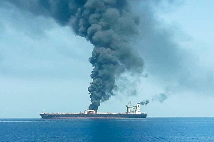 Εκρήξεις σε τάνκερ στον Κόλπο του Ομάν-διεθνής ανησυχία