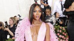 Η Ναόμι φέρνει το καλοκαίρι στη Vogue, γυμνή στην έρημο της Κένυα