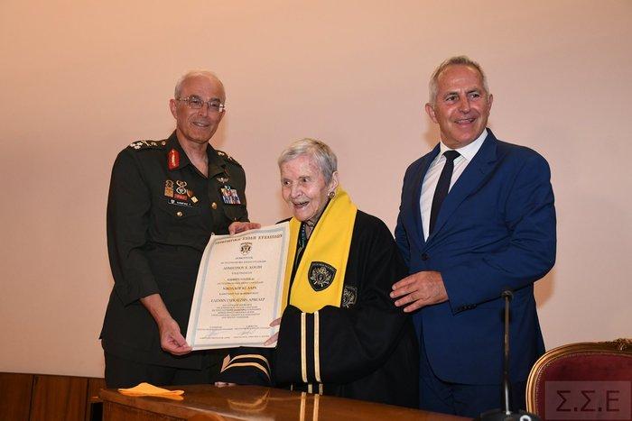 Επίτιμη διδάκτωρ της Στρατιωτικής Σχολής Ευελπίδων η Ελένη Αρβελέρ