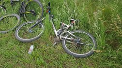 Σφοδρή σύγκρουση ΙΧ με 6 ποδηλάτες -  Δύο νεκροί