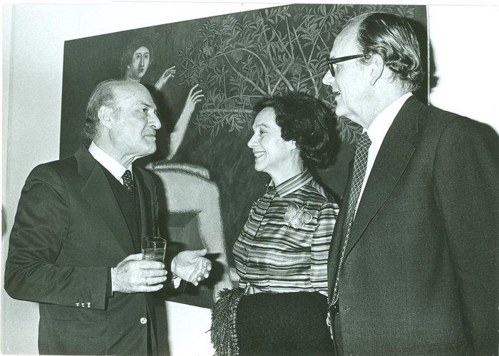 Μαζί με τον Ελύτη στα εγκαίνια της έκθεσής του «Συνεικόνες» στην γκαλερί Ζουμπουλάκη -1980