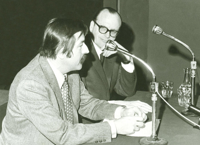 Συγκέντρωση Εταιρείας Μελέτης Ελληνικών Προβλημάτων - 1972. Ομιλητής ο Γκύντερ Γκρας με θέμα: «Το ΝΑΤΟ, η Ευρώπη, κι η Δημοκρατία»