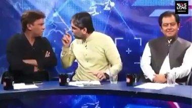 pakistan-irthan-sta-xeria-live-politikos-me-dimosiografo