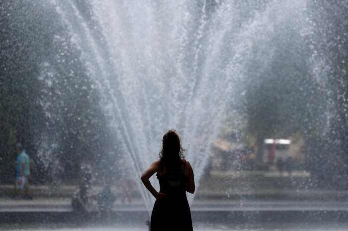 """""""Καίγεται"""" η Ευρώπη - Νεκρός 17χρονος από θερμοπληξία"""