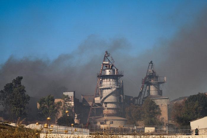 Σε εξέλιξη οι φωτιές σε Φυλή και Καλάβρυτα, υπό έλεγχο στην Αίγινα