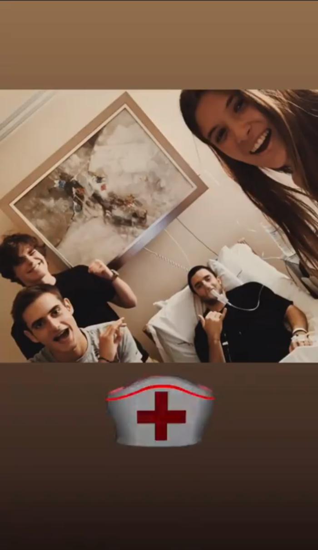 Στο νοσοκομείο ο γιος της Μαρίας Μπακοδήμου- Οι φωτό μετά το χειρουργείο