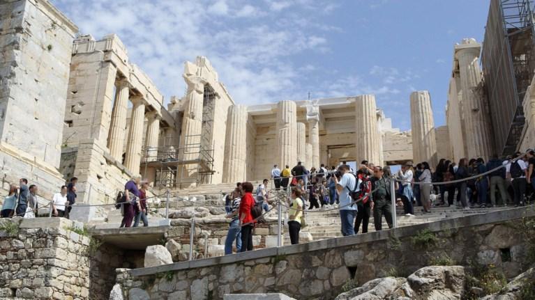 xwris-prwtes-boitheies-i-akropoli-mesa-ston-kauswna