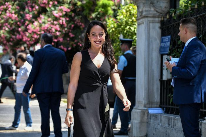Δόμνα Μιχαηλίδου: Η εντυπωσιακή οικονομολόγος ορκίστηκε υφυπουργός Εργασίας - εικόνα 2