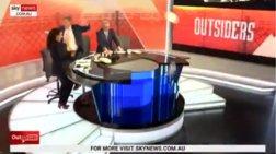Παρουσιαστές στην Αυστραλία σπάνε πιάτα & χορεύουν για την εκλογή Μητσοτάκη