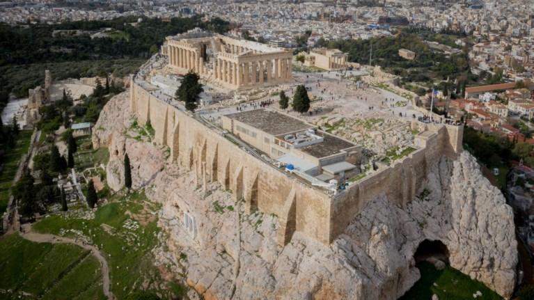 kai-nosileutes-tou-eruthrou-staurou-se-akropoli-peripolies-apo-podilates