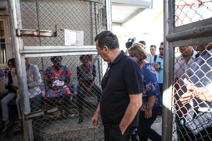 Στον προσφυγικό καταυλισμό της Μόρια ο Μιχάλης Χρυσοχοϊδης