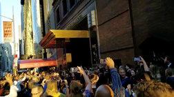 The Show Must Go On: Παραστάσεις στον δρόμο μετά το μπλακ άουτ