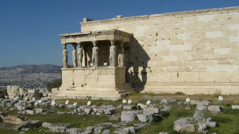 ksilwse-ton-arxifulaka-tis-akropolis-i-lina-mendwni