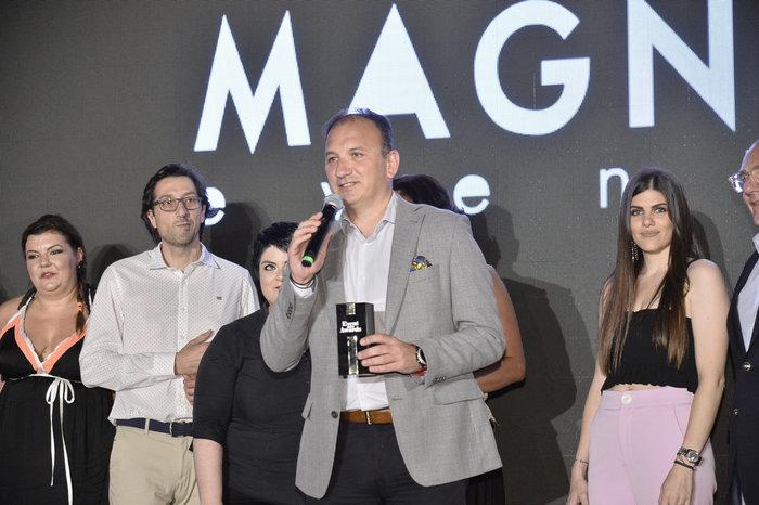 Ο Sales & Marketing Director MB Cars κ. Νίκος Πρέζας παραλαμβάνει το βραβείο