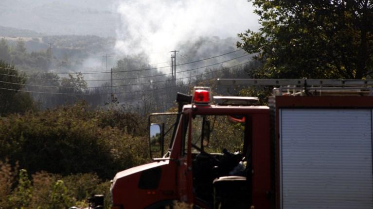 Φωτιές σε Μέγαρα και Μαρκόπουλο κοντά σε κατοικίες
