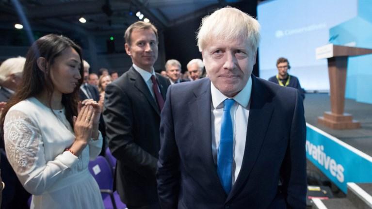 o-mporis-tzonson--oi-100-imeres-fwtia-gia-tin-tuxi-tou-brexit