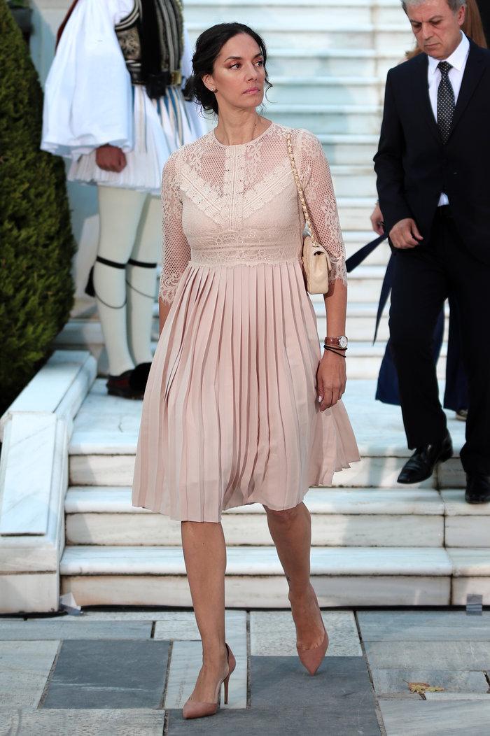 Πώς η Ν.Δούνια κατάφερε με 40€ να είναι η κομψότερη πολιτικός στο Προεδρικό - εικόνα 2