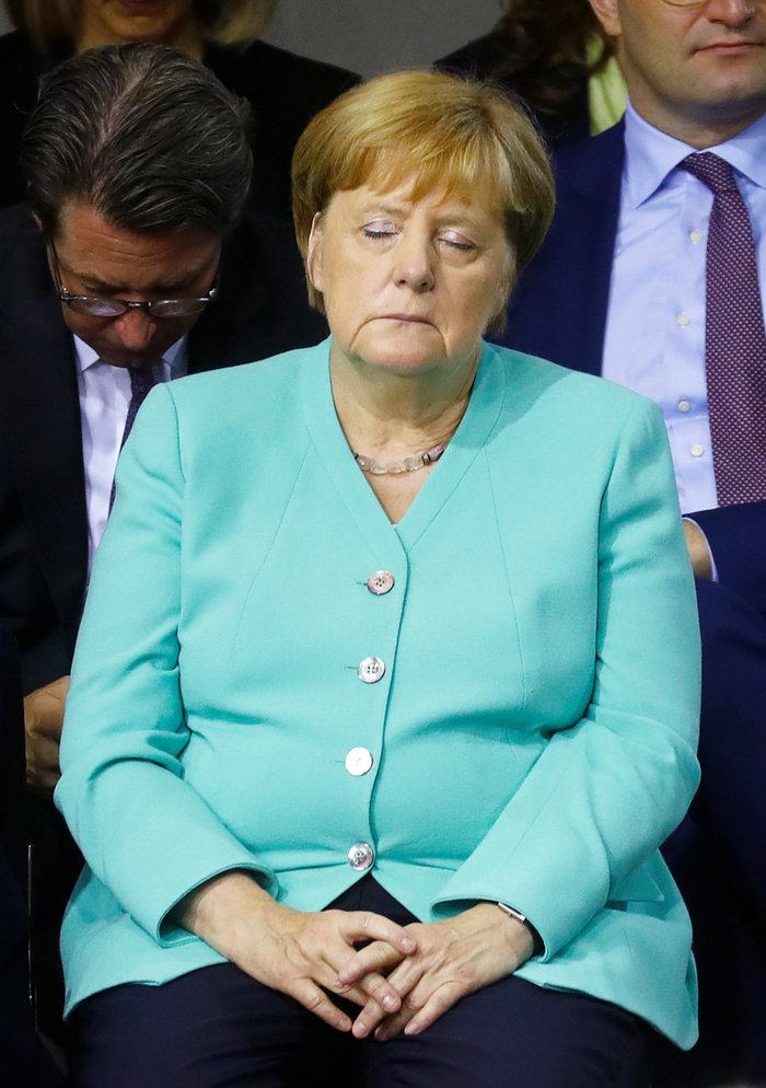 Μέρκελ: Όταν η καγκελάριος νυστάζει ή νέο περιστατικό; - εικόνα 2