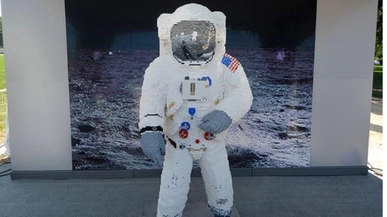 i-stoli-tou-astronauti-mpaz-olntrin-apo-kubakia
