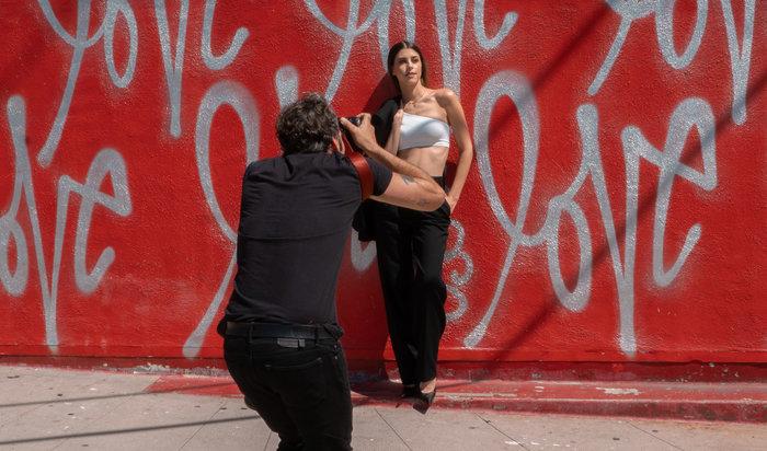 Η Demy στο Λος Άντζελες: ποζάρει στον φωτογράφο της Beyonce