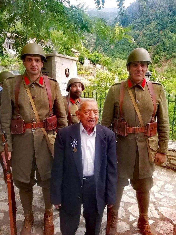 Παρασημοφορήθηκε Εύζωνας πολεμιστής του '40 σε ηλικία 104 ετών - εικόνα 4